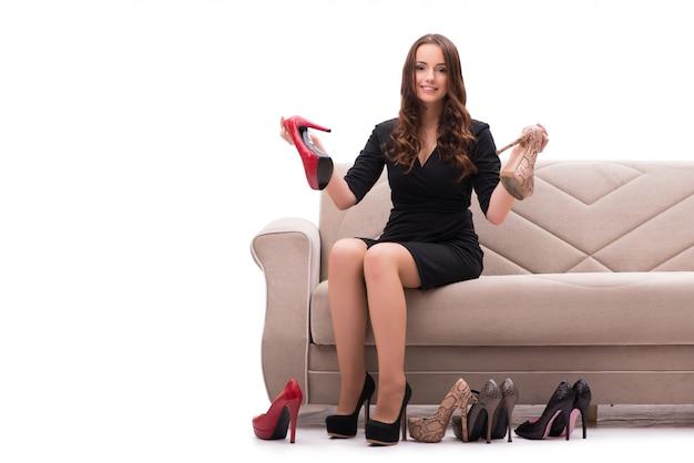 靴の間で難しい選択を持つ女性 Premium写真