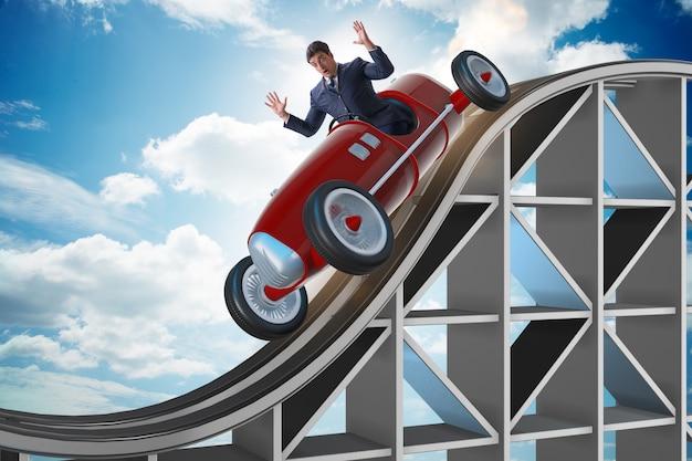 ジェットコースターでスポーツカーを運転するビジネスマン Premium写真