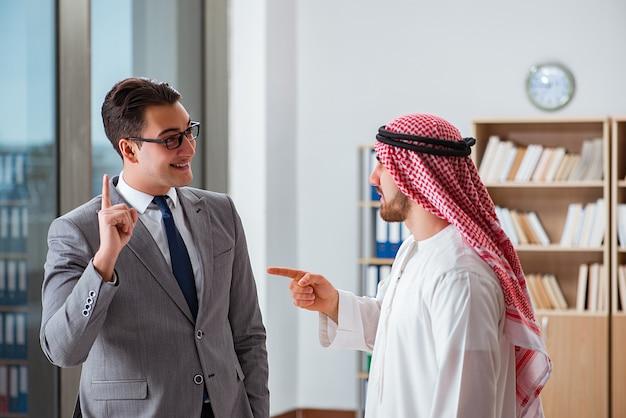 アラブのビジネスマンとの多様なビジネスコンセプト Premium写真