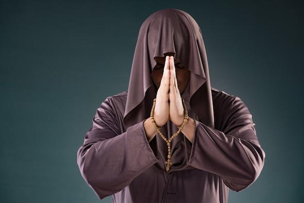 Монах в религиозной концепции Premium Фотографии
