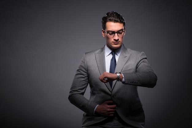 時間管理概念のビジネスマン Premium写真