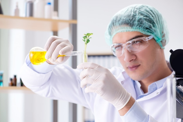 科学者と研究室でのバイオテクノロジー Premium写真