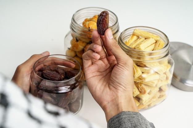 Финики фрукты крупным планом Premium Фотографии
