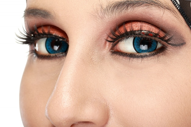 Красивые женские глаза с макияжем Premium Фотографии