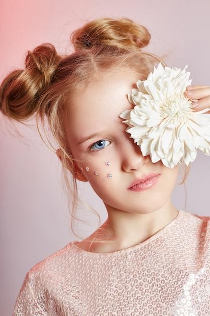 美しさの肖像画の女の子の自然なきれいな肌、化粧品 Premium写真
