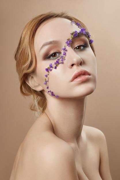 美容フェイスプロのメイク、化粧品の花 Premium写真
