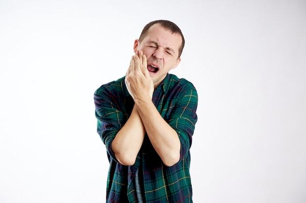 男の激しい歯痛、健康不良、病気、虫歯 Premium写真