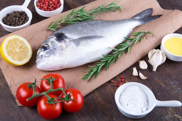 生の魚と食材 Premium写真