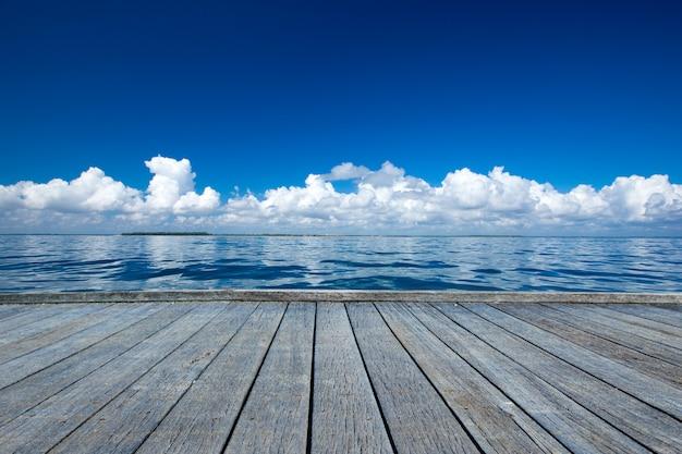 ドックからの海の景色 Premium写真
