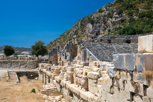 マイラ、デムレ、トルコの古代の岩石墓 Premium写真