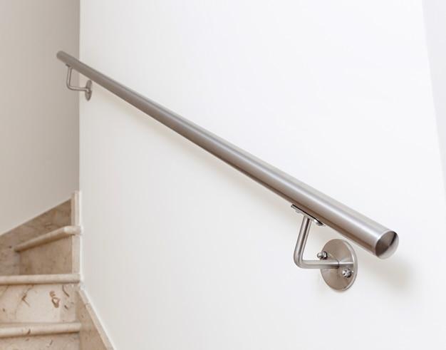Современная лестница, интерьер дома. Premium Фотографии