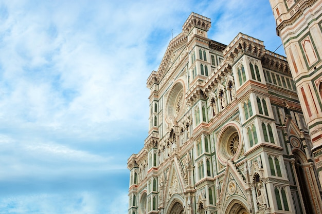 フィレンツェの花の聖マリア大聖堂。 Premium写真