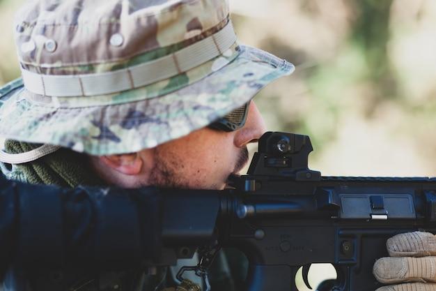エアガン軍事ゲーム Premium写真