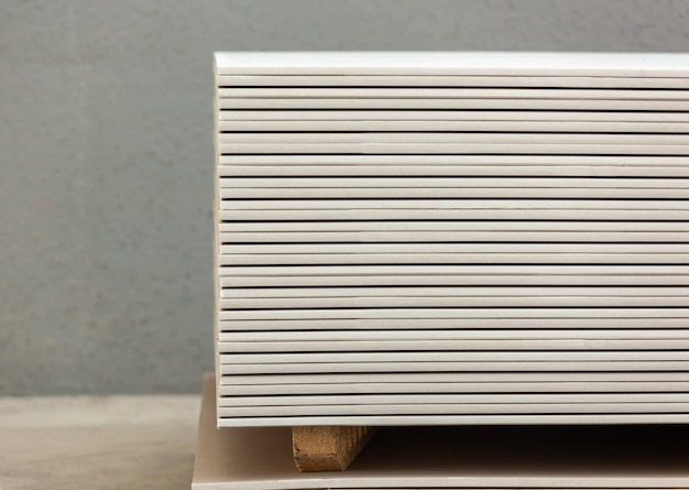 白い石膏パネルの積み重ね Premium写真