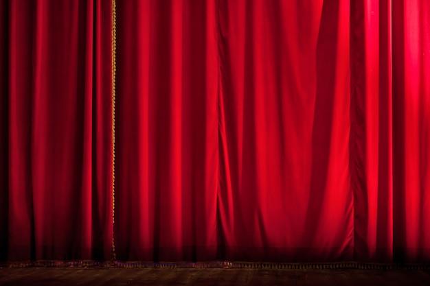 閉じた赤い劇場のカーテンの背景 Premium写真