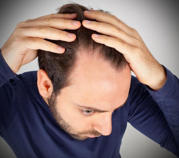 男は脱毛を制御します Premium写真