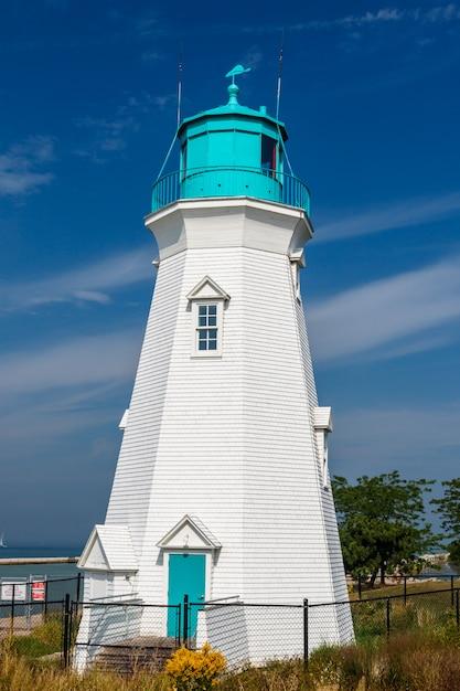 ポートダルハウジー港、オンタリオ州、カナダの美しい灯台 Premium写真