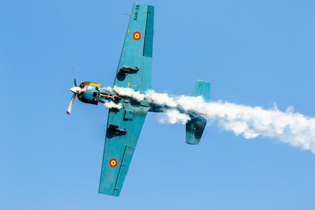 航空機ヤコレフサルババレスタ飛行機 Premium写真
