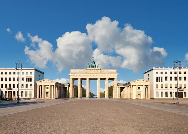 ドイツ、ベルリンのブランデンブルク門 Premium写真