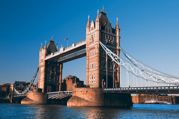 ロンドンのタワーブリッジ Premium写真