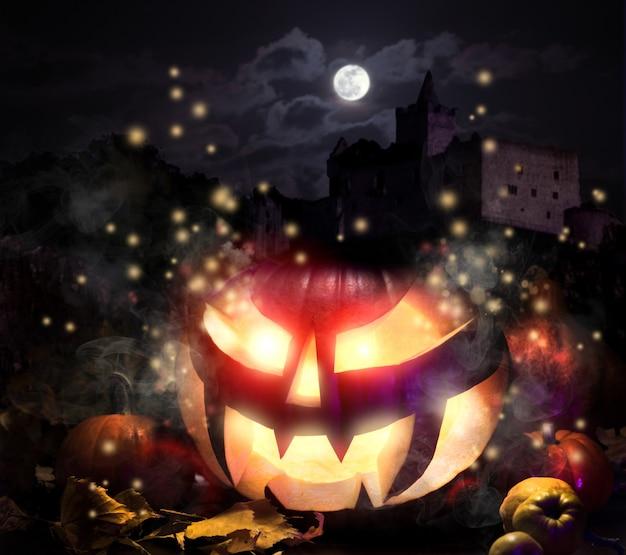 Джек о'лантерн в ночь хэллоуина Premium Фотографии