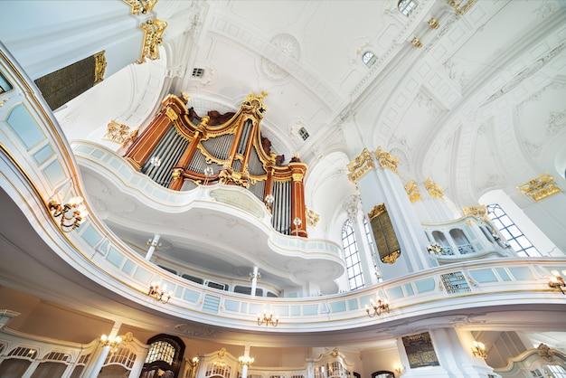 ハンブルクの聖ミカエル教会、インテリア Premium写真