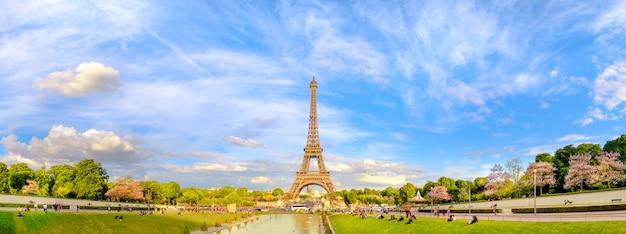 エッフェル塔のパノラマトーン画像 Premium写真