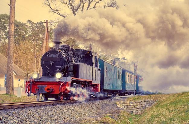 ドイツのリューゲン島の歴史的な蒸気機関車 Premium写真