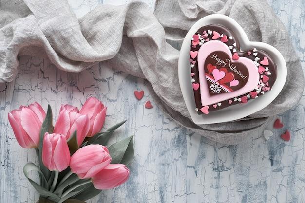 Валентина сердце торт с текстом Premium Фотографии