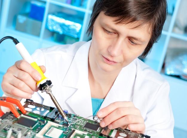 電子機器の技術テスト Premium写真