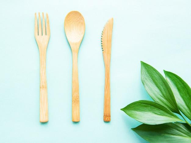 Набор экологически чистых бамбуковых столовых приборов Premium Фотографии