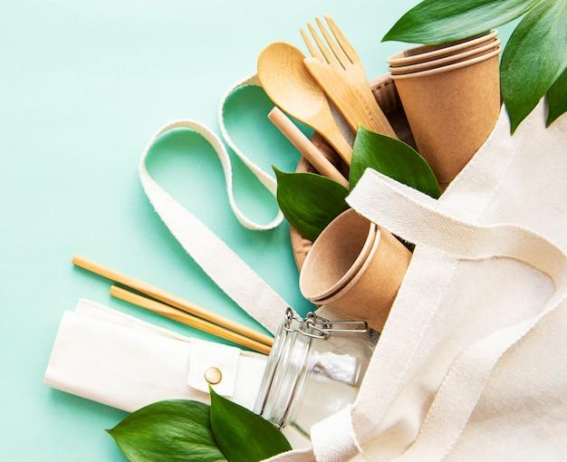 廃棄物ゼロのコンセプト、リサイクル食器 Premium写真