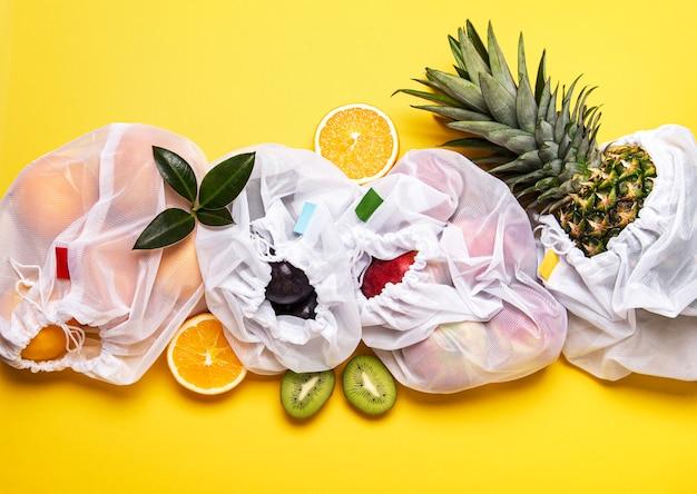 果物とエコショッピングバッグ Premium写真