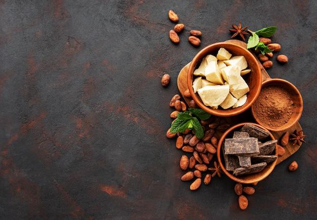 ココア豆、バターとチョコレート Premium写真