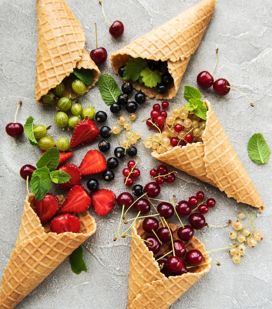 アイスクリームコーンの果実 Premium写真