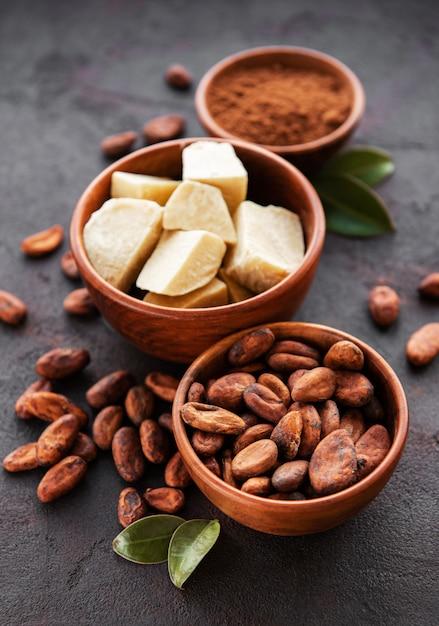 カカオ豆、粉とカカオバター Premium写真