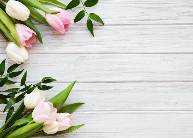 ピンクの春のチューリップ Premium写真