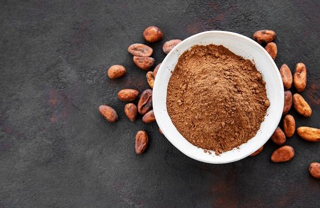 ココアパウダーと豆のボウル Premium写真