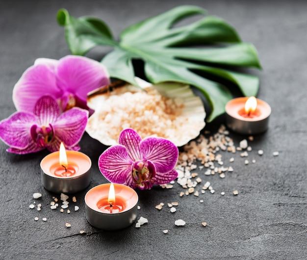 Натуральные спа-ингредиенты с цветами орхидеи Premium Фотографии