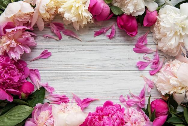 ピンクの牡丹と背景 Premium写真