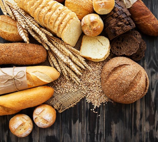 焼きたてのパンの品揃え Premium写真
