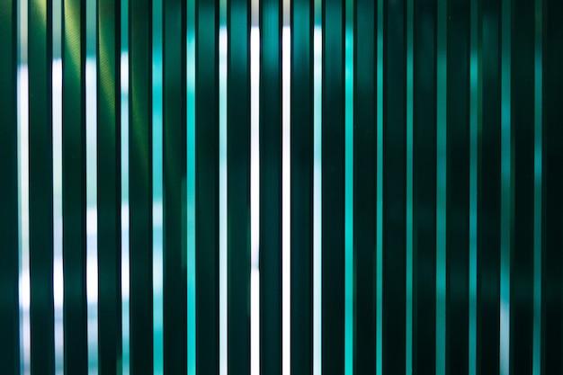 工場生産のシートはサイズに合わせて切断された透明フロートガラスパネルを強化しました Premium写真