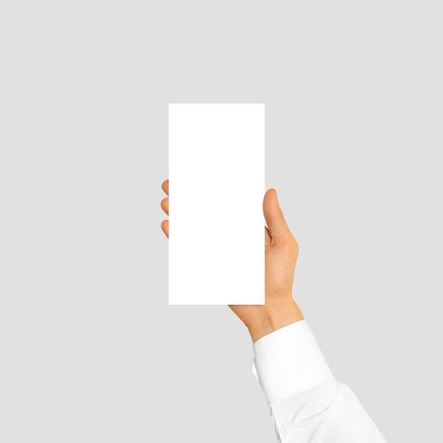 空白のチラシパンフレットを持っている手 Premium写真