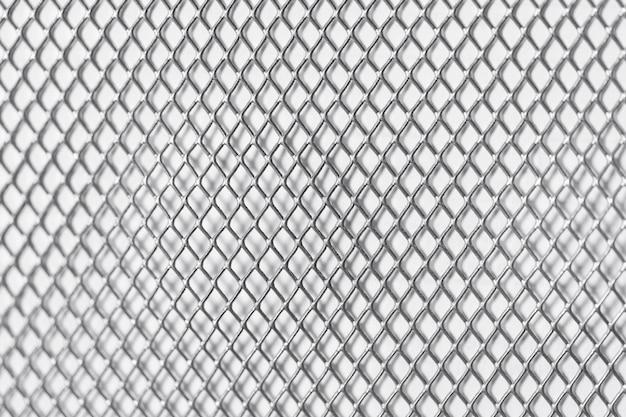 白い壁の金属の正方形のグリッド Premium写真