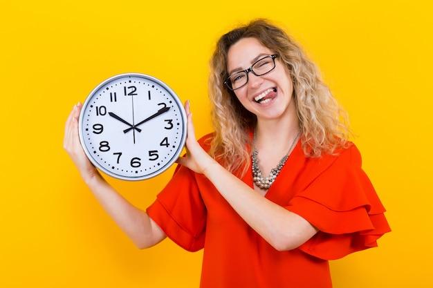時計とドレスの女性 Premium写真