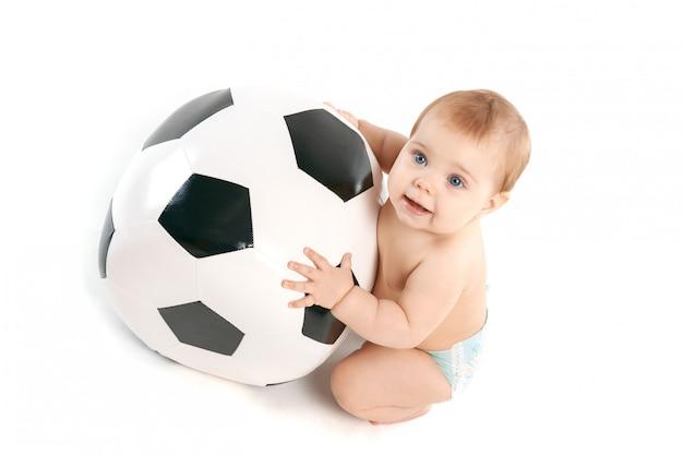 Малыш с мячом Premium Фотографии