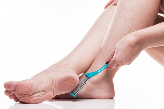 Уход за сухой кожей на ухоженных ногах Premium Фотографии