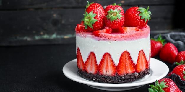 チーズケーキストロベリー甘いマスカルポーネケーキ Premium写真