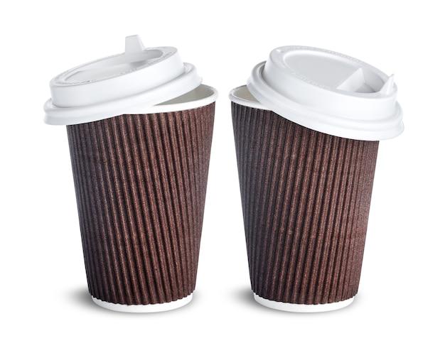 Бумажная кофейная чашка с открытой крышкой, изолированная на белом Premium Фотографии