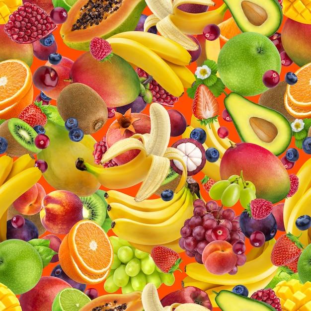トロピカルフルーツのシームレスなパターン、色の背景上に分離されて落ちるエキゾチックなフルーツ Premium写真